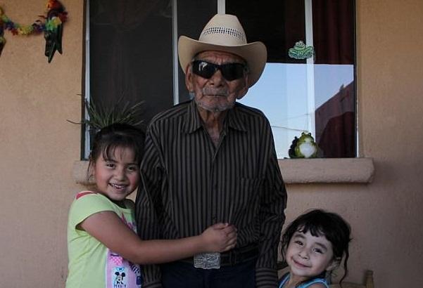 ФОТО: Најстариот човек на светот има 121 година и посакува уште да живее