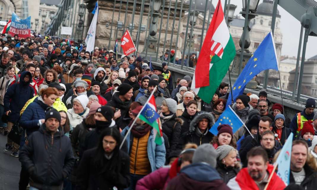 means hungarian anti orbán demonstrators - 1068×641