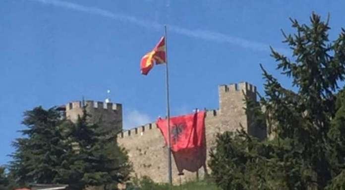 Албанското знаме поставено на Самуиловата тврдина во Охрид