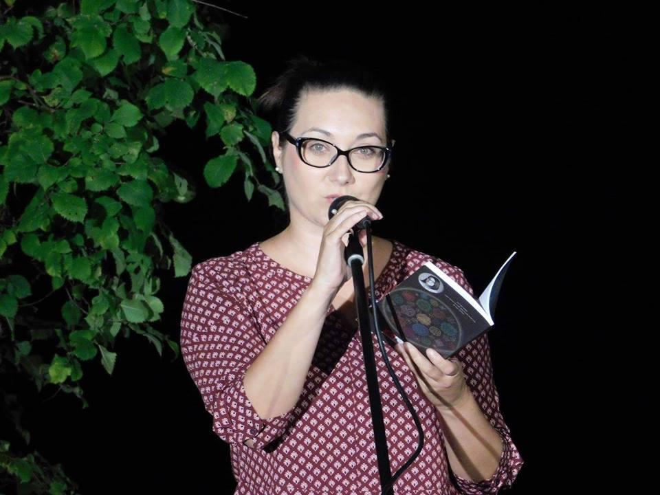 """Промоција на """"Ќе се завијам во песни"""" од Снежана Стојчевска - Нова Македонија"""